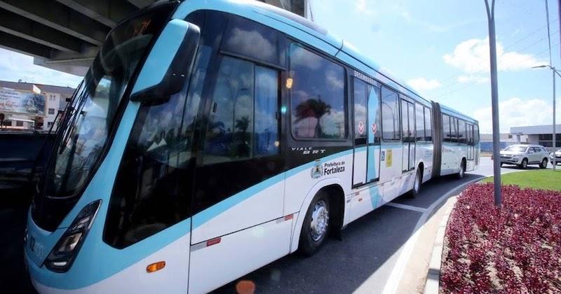 Como ir do aeroporto de Fortaleza até o centro turístico de ônibus?