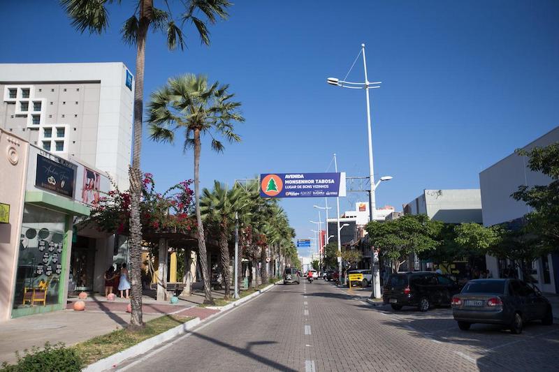 Compras na Avenida Monsenhor Tabosa - Praia de Iracema